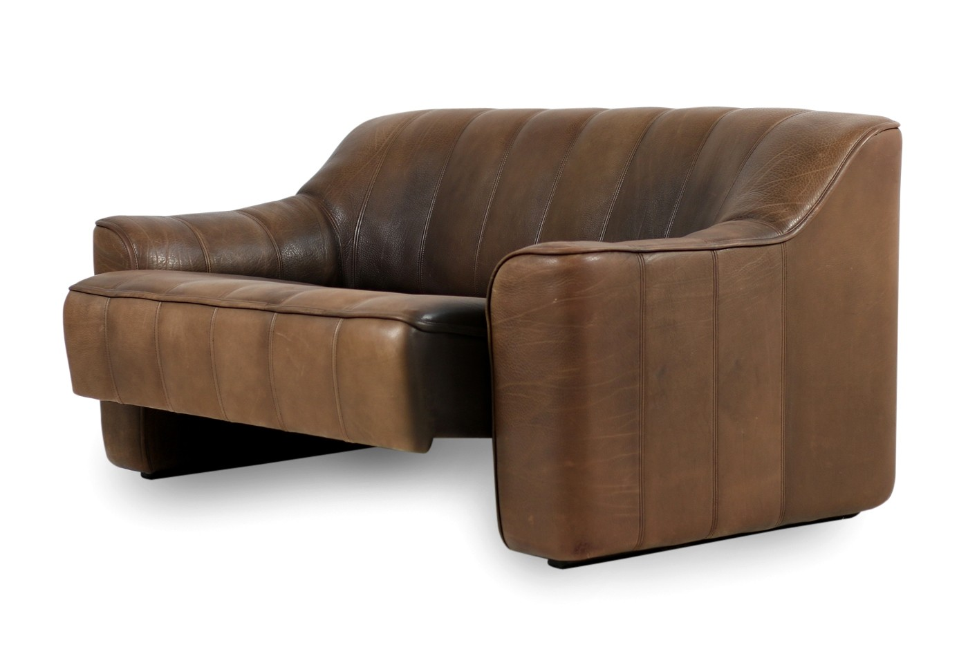 1970s vintage de sede ds 44 two seat sofa brown buffalo leather objects. Black Bedroom Furniture Sets. Home Design Ideas