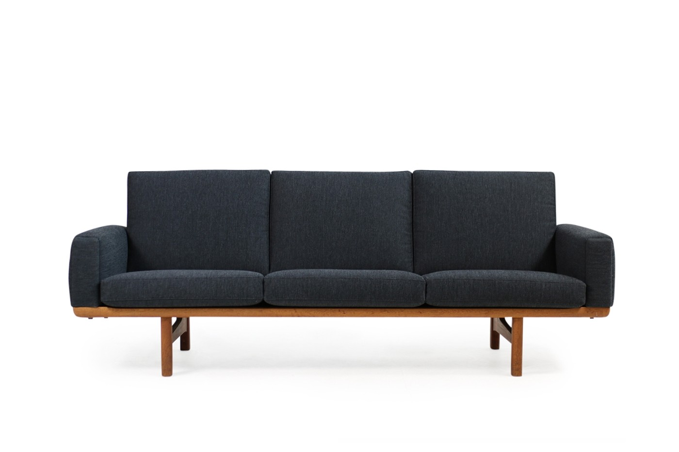 hans j wegner sofa ge 236 3 oak new upholstery getama 1950s objects. Black Bedroom Furniture Sets. Home Design Ideas