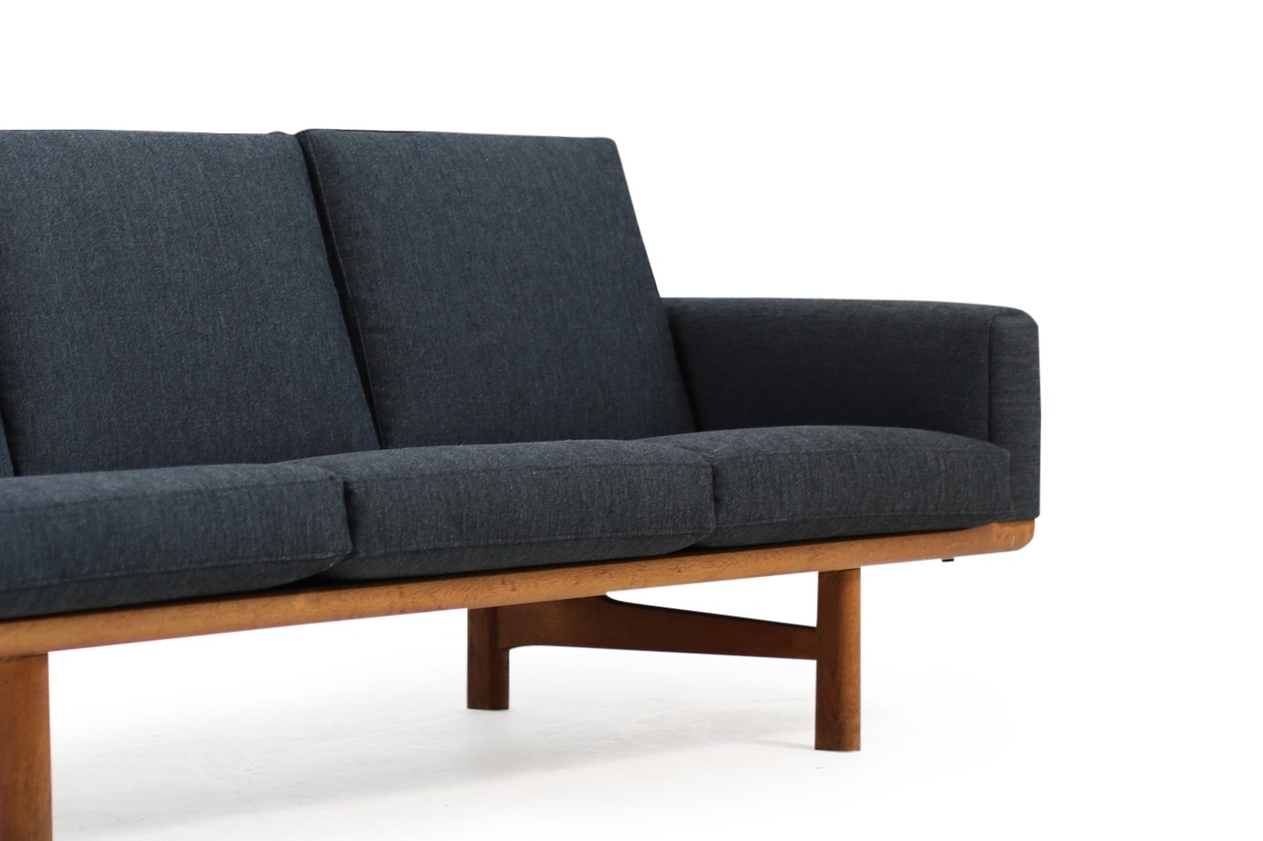 hans j wegner sofa ge 236 3 oak new upholstery getama 1950s. Black Bedroom Furniture Sets. Home Design Ideas