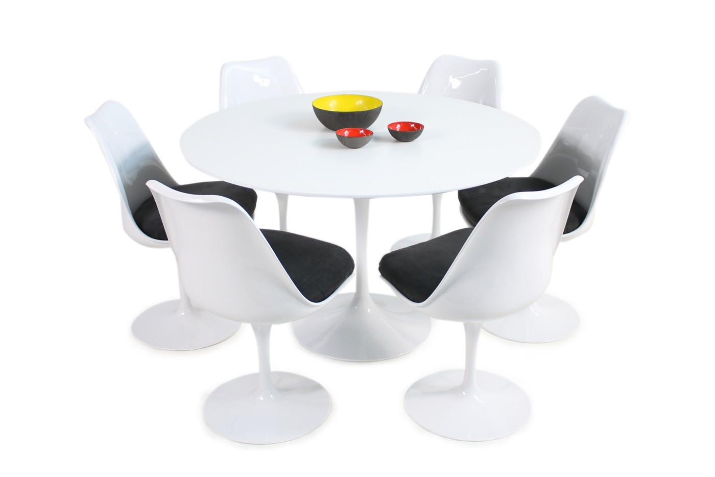 S Eero Saarinen Tulip Dining Table And Six Swivel Chairs Knoll Int - Original tulip table